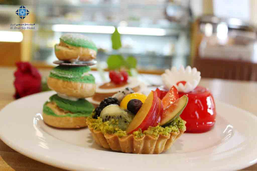 Cakes and pastries at Siji Cafe