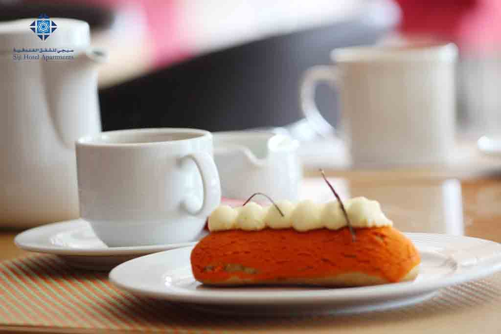 Coffee and cake at Faseel Cafe
